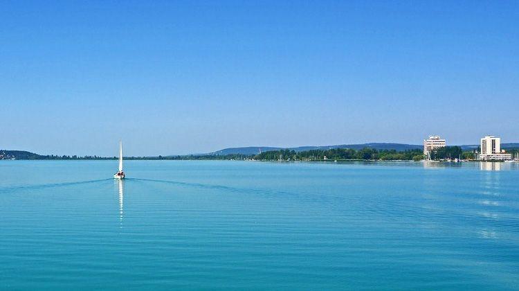Балатон (Balaton) або Угорське море - найбільше прісноводне озеро Угорщини та Європи