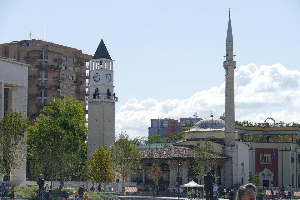 Тирана, Албанія