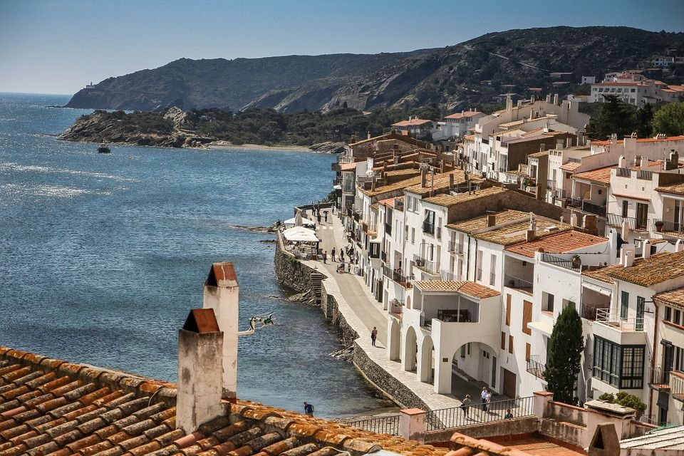 Кадакес, Іспанія