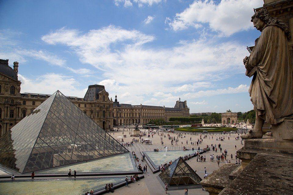 Лувр, Франція
