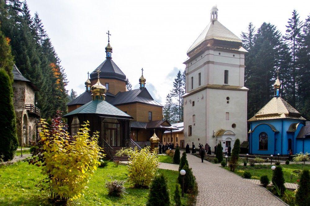 Манява, Украина